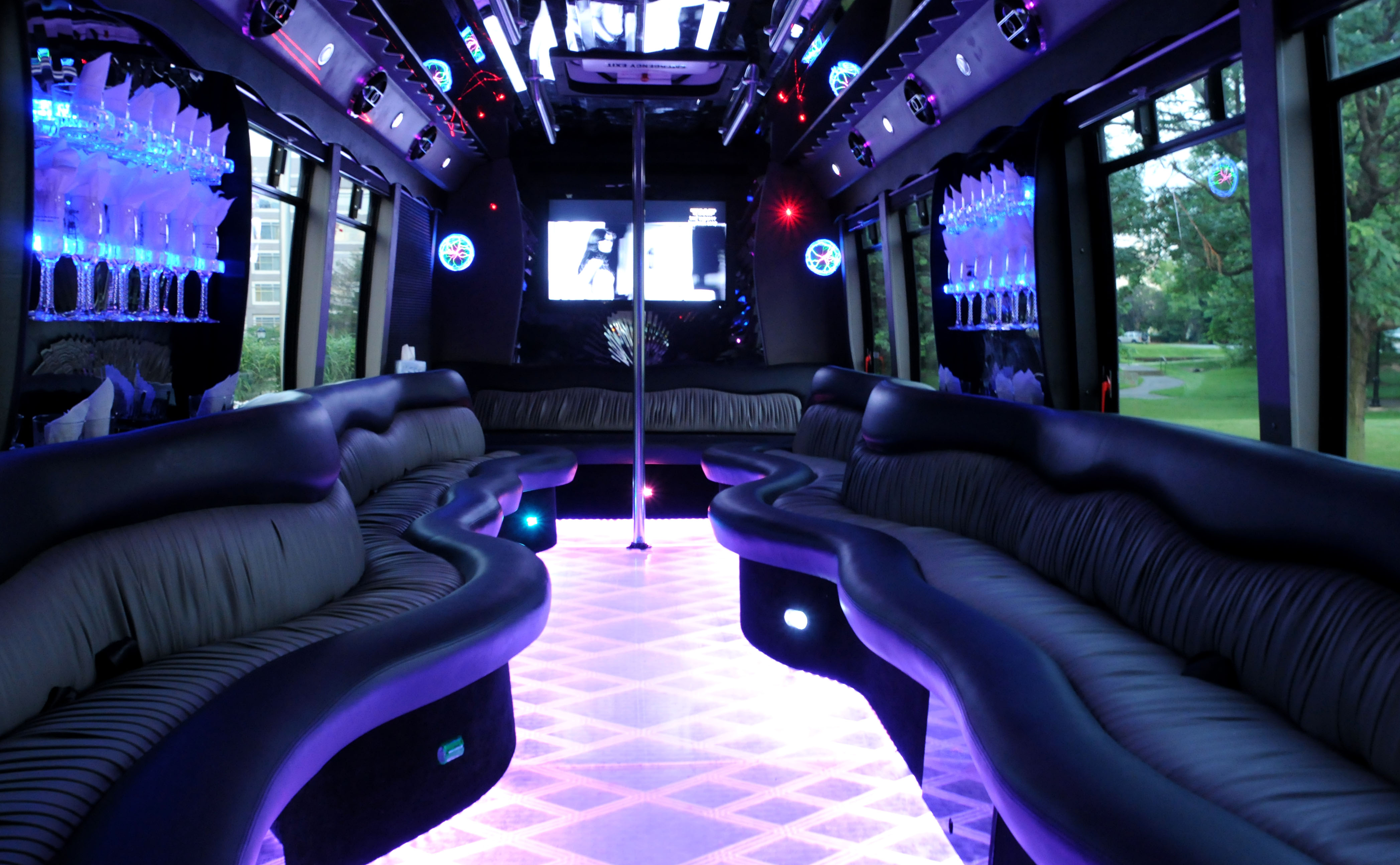 Limo limousine limo bus hire portsmouth 0800 3 118 550 for Bus interior designs